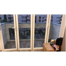 大廳推褶式玻璃门(左边獨立掩门)